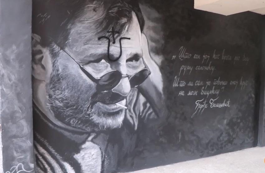 mural-djole-oskrnavljen