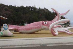statua-lignje-japan