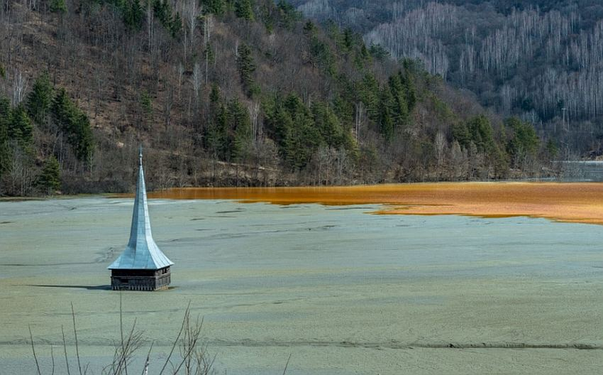 toranj crkve u moru otrova