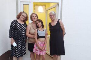 Umetnice VioletaMitrusic Labat i Mina Mitrusic sa Kristinom i Vukom