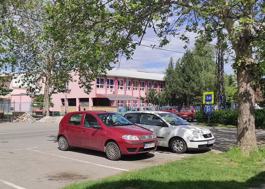 backi-jarak-skolsko-dvoriste