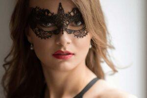 devojka-maska