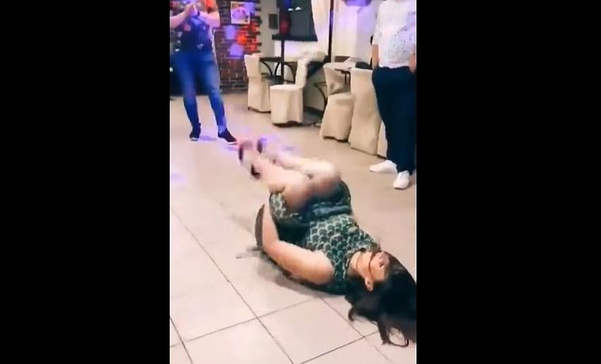 zena na podu