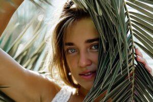 devojka-palma