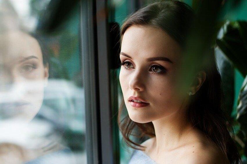 devojka-prozor
