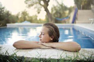 horoskop-jul-devojka-bazen