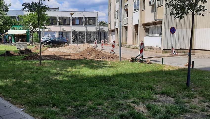 parking-izrovana-trava