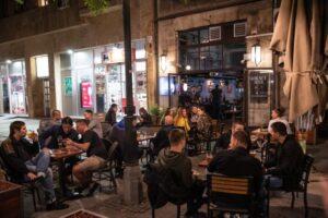Beogradski kafic nocu