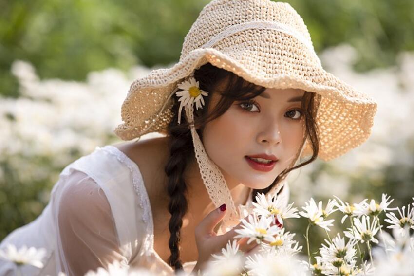 devojka-cvece-prelepa