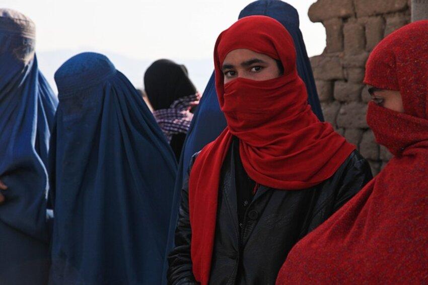 avganistan-devojka-burka