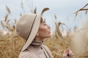devojka-jesen-polje
