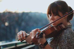 horoskop-oktobar-zena-violina