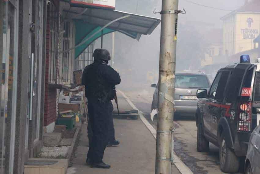 kosovo-mitrovica-suzavac-policija